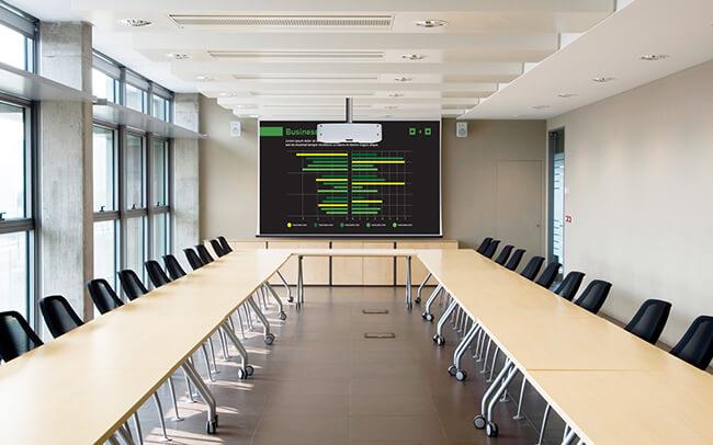Utilizzo del videoproiettore per presentazioni nell'ambito business